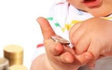 Какие выплаты положены при рождении первого ребенка?